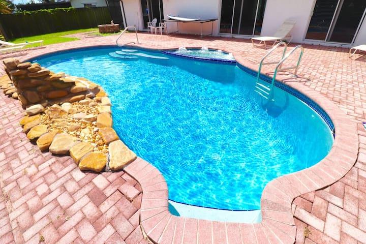 ♥Delightful Heated Pool & Spa Option 420 Friendly♥