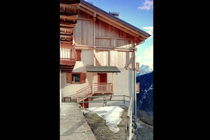 Totally renovated chalet, in a very panoramic position.