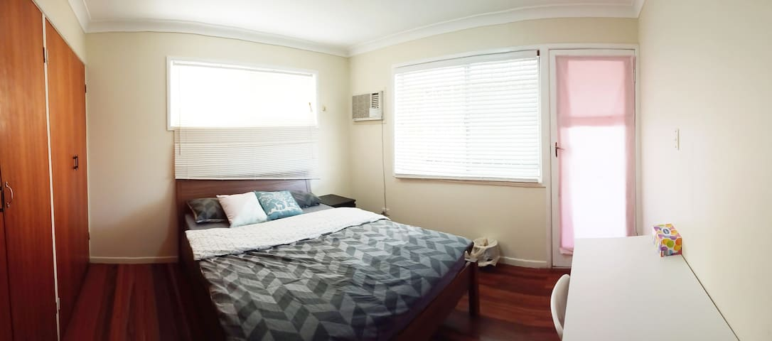 comfy room with air-con, Sunnybank 中心空調雙人房 S03