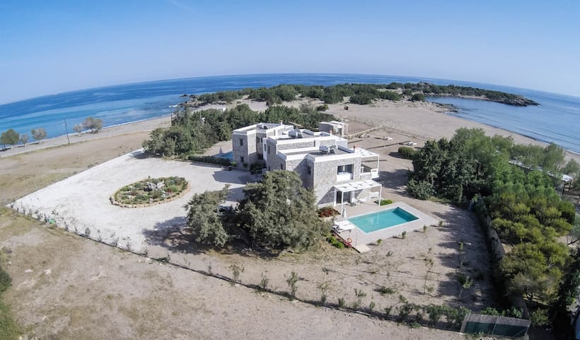 Luxury  Beachside Stone Villa in Paleochora - Paleochori - Villa