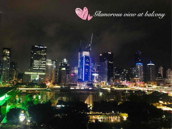 NEW Apartment with Glamorous Brisbane River view