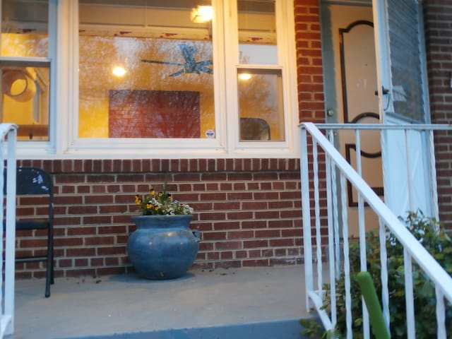 Comfy 2BR 1BA Private Apartment - Capitol Heights - Apartamento