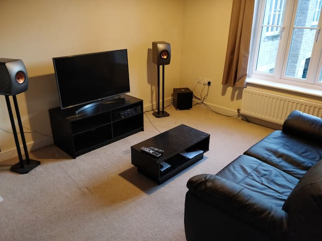 Private modern apartment in Frome