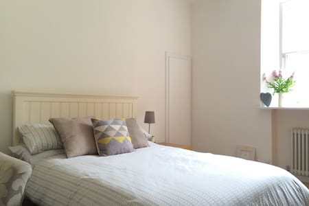 Beautiful Room in Historic Town - Linlithgow