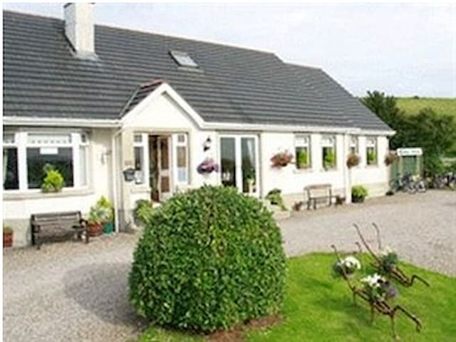 Rest A While Bed & Breakfast  room1 - Moyle - Bed & Breakfast