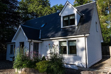 Luxury Scottish Cottage and Hot Tub - Blairgowrie