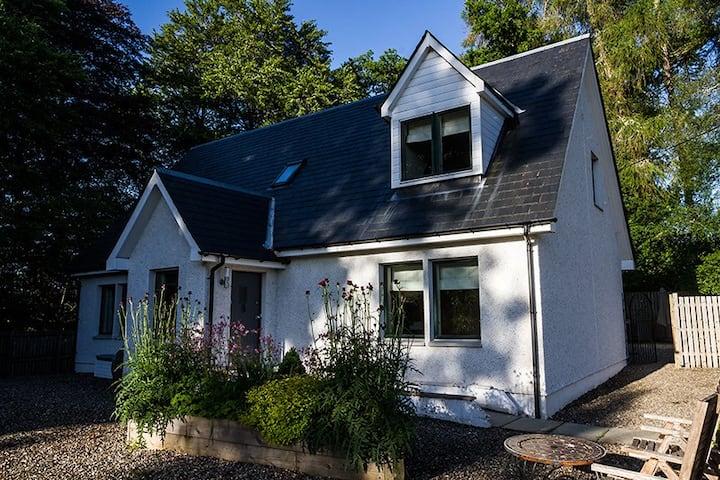 Luxury Scottish Cottage and Hot Tub