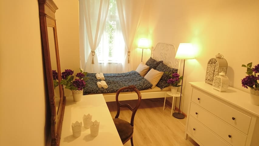 Romantic, cloud nine room in the heart of Old Town