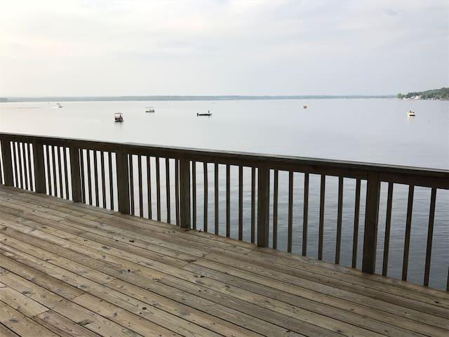 Quiet House on Saratoga Lake