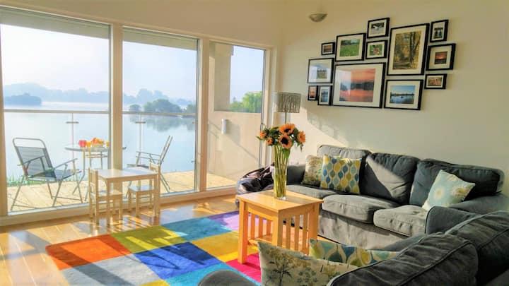 Cotswolds Fabulous  Family Friendly Lakeside & Spa