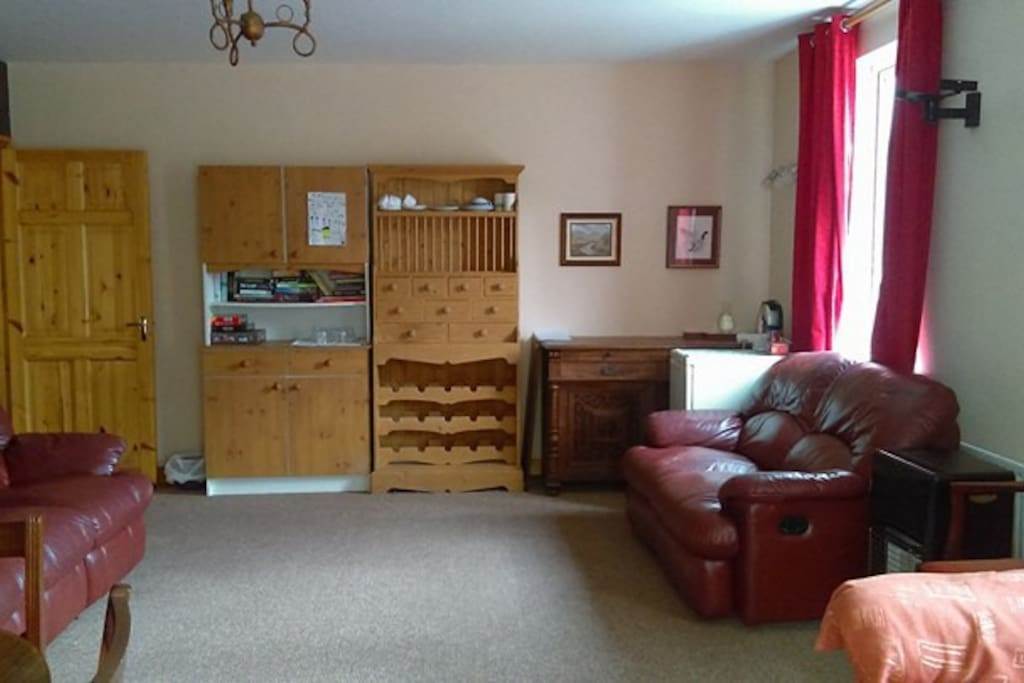 Guest living/dining area. Clean & spacious with tea/coffee facilities, crockery, cutlery, board games, books.