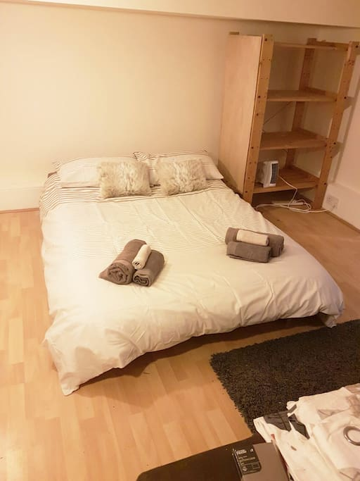 Bed (has 190cm ceiling hight)
