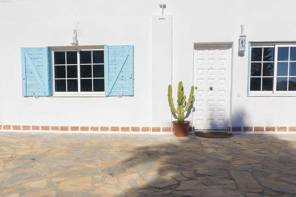 Entrada principal a esta maravillosa casa de campo mediterranea.