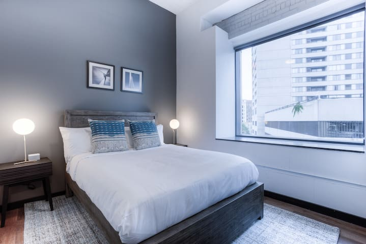 1 Bedroom Apartment in The 313 by Mint House