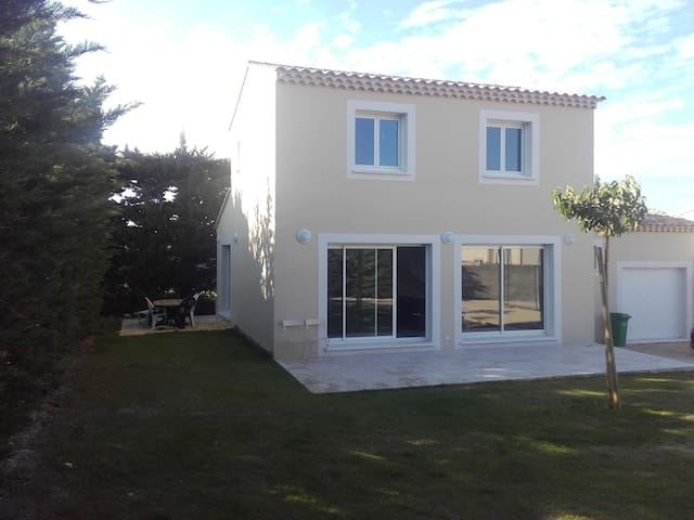 villa neuve au calme absolu avec climatisation - Saint-Saturnin-lès-Avignon - Villa