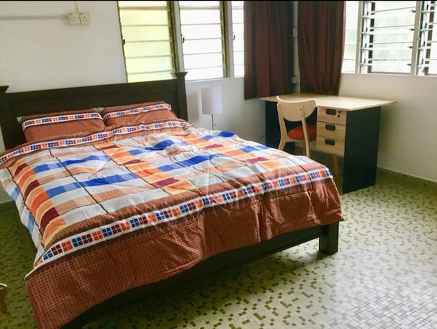1 Queen Bed/Affordable AsiaVacation near Beach SL2