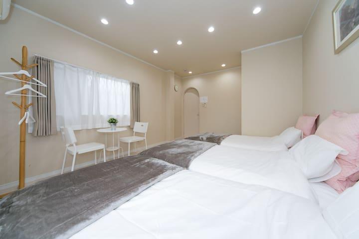 10Bed 4bed room★Near Namba,Dotonbori ,USJ 25min,