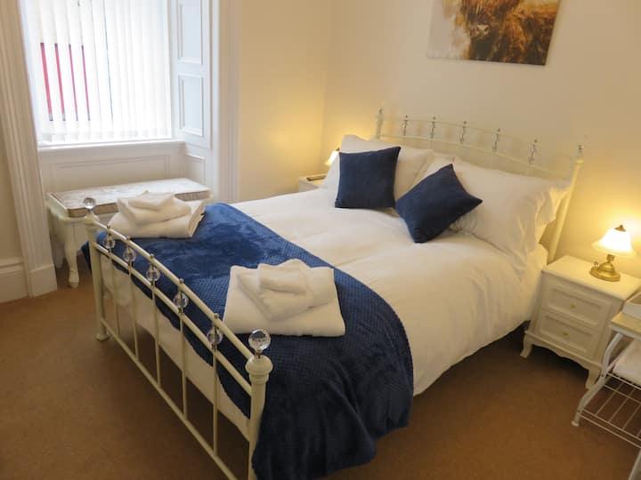 Cosy double room  park view Aberlour centre