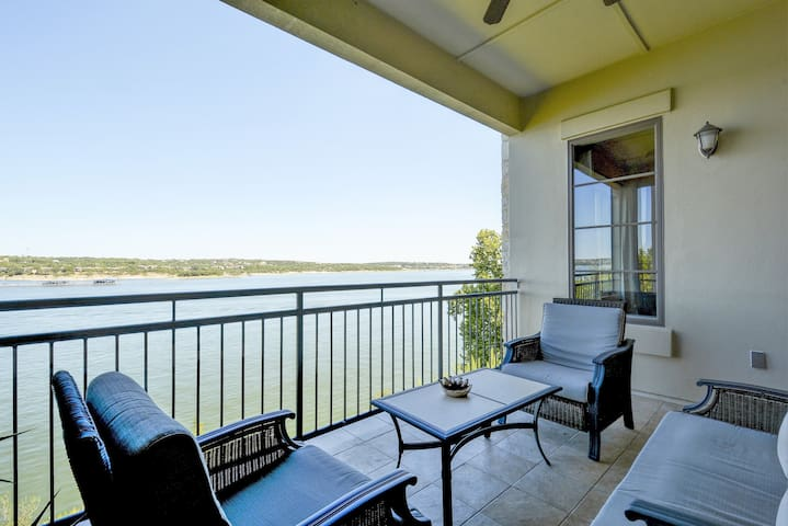 Sophisticated Lake Travis Condo - Lakeway