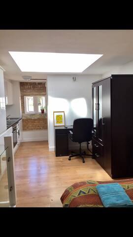 Bright and stylish studio flat in Shoreditch