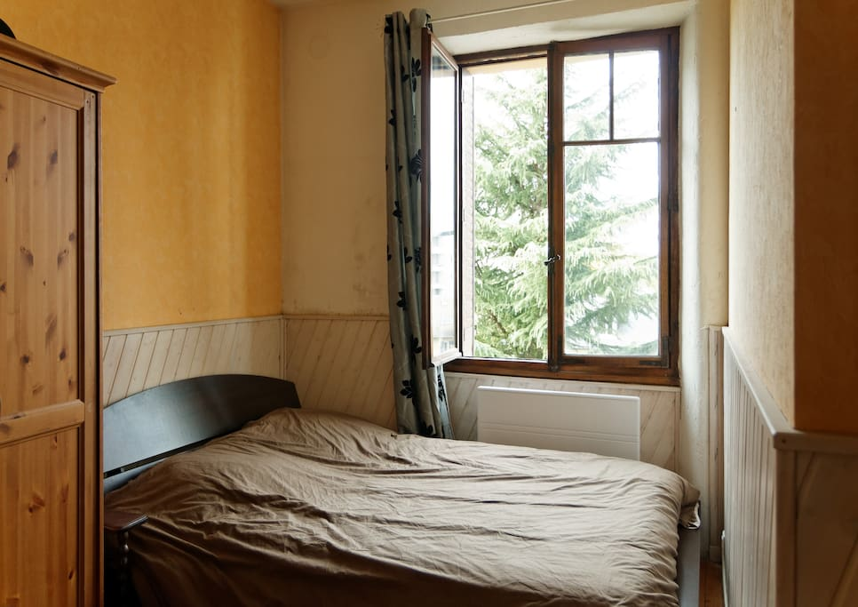 chambre sympa au centre 5 min gare appartements louer chamb ry rh ne alpes france. Black Bedroom Furniture Sets. Home Design Ideas