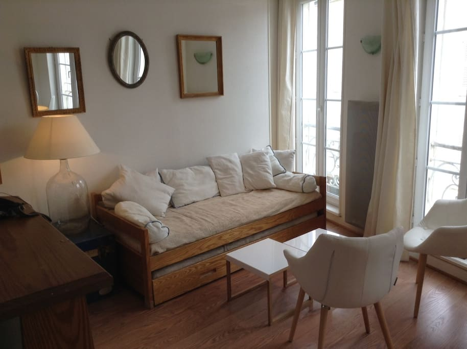 Appartement lumineux vieux port appartements louer for Appartement design la rochelle