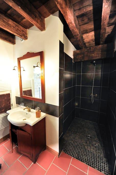 Lévana, salle de bain