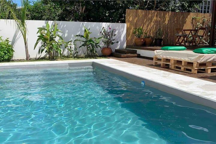 Charmosa Casa com Piscina no Bairro Campeche