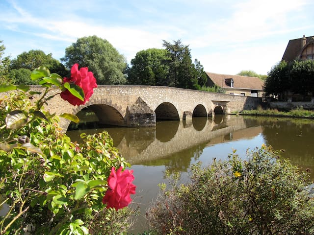 Hosts' suite near by the river... - Beaumont-sur-Sarthe - B&B/民宿/ペンション