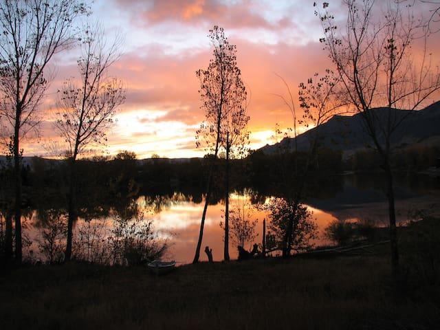 Three Lakes Getaway. Beautiful Lakefront home