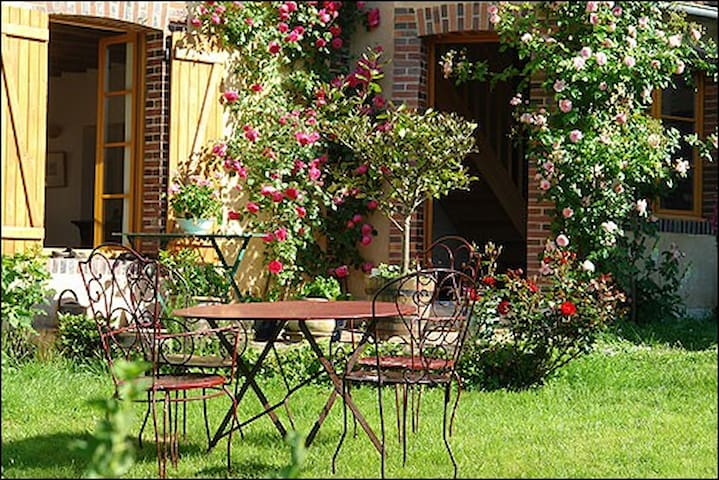Hameau de Maurepas, La Perchée - Merry-la-Vallée - ที่พักพร้อมอาหารเช้า