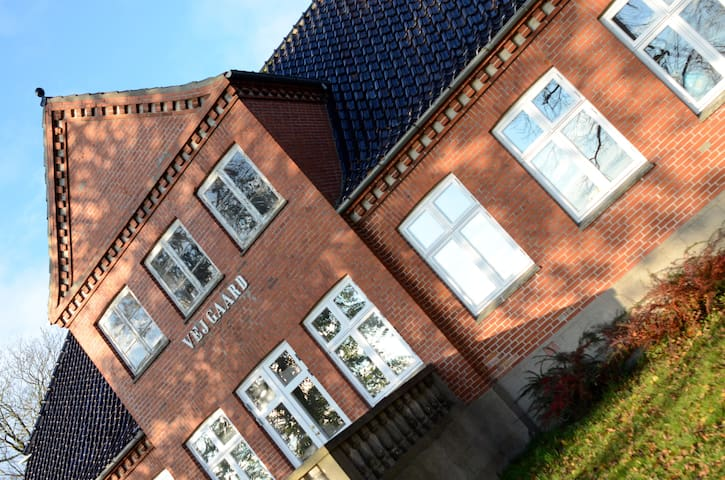 Cozy, family-friendly 1923 farmhouse with big yard - Næstved - House
