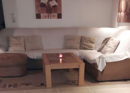 8 minutes to fair, free Wifi, tea/coffee/snacks - Nürnberg - Appartement