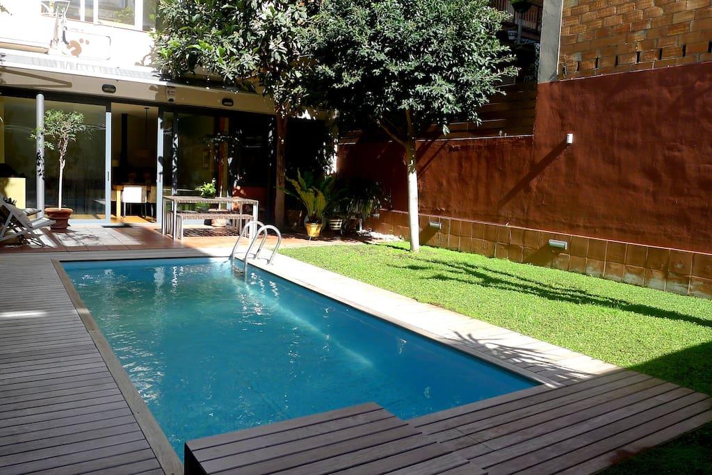 Preciosa casa con jard n y piscina apartamentos en for Alquiler bajo con jardin madrid