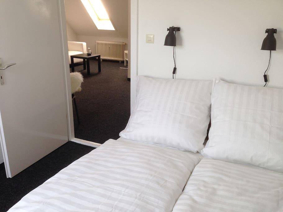 Schlafzimmer mit einem 1,40 m breitem Bett