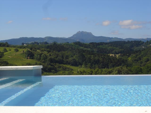 Basque Country, Sea & Mountains - Urrugne - Villa