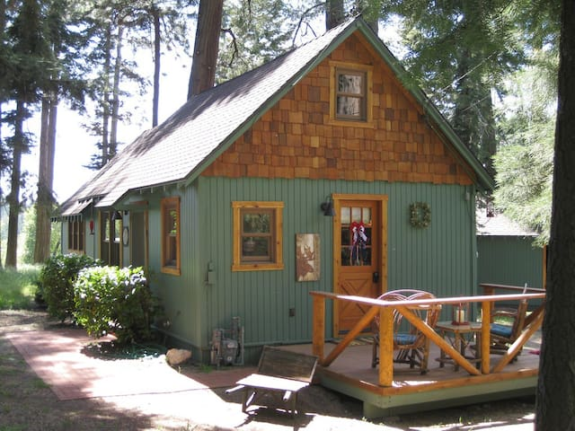 "The Wildflower Cabin ""Just for Two"" - Lake Arrowhead - Houten huisje"