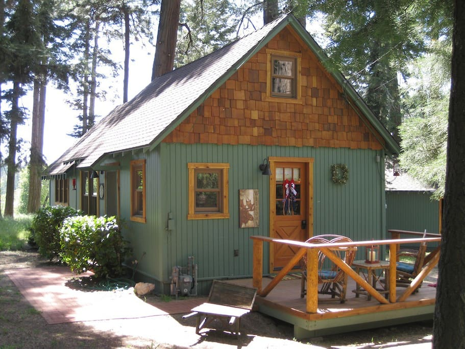 The wildflower cabin just for two cabins for rent in for Cabins in lake arrowhead ca