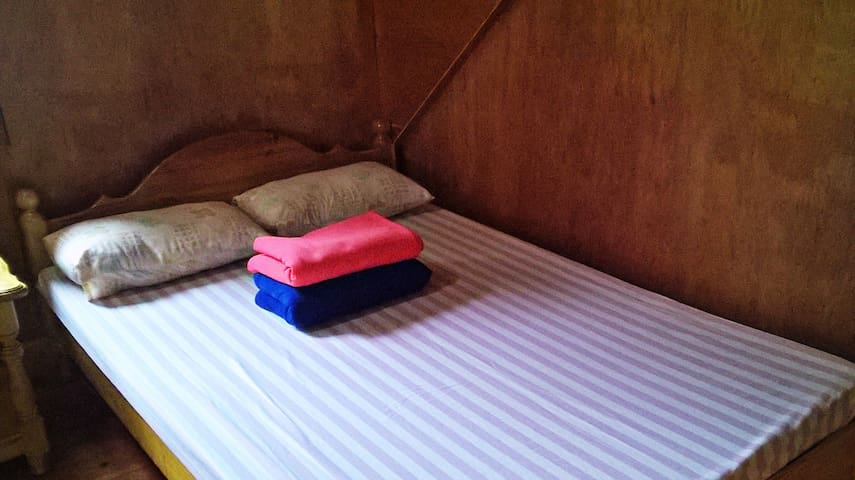 Cozy Pink House, DZ room - Sagada - Allotjament sostenible a la natura