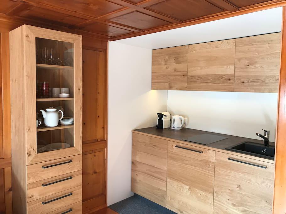 Neue Vollholz-Küchenzeile mit allem, was es braucht