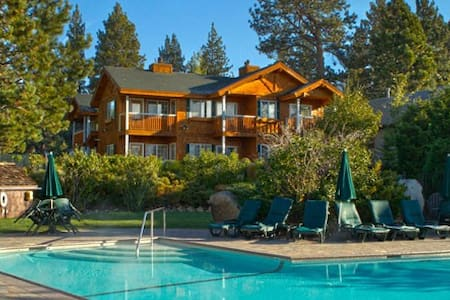 Red Wolf Lakeside Lodge: 2 Bedrooms - Tahoe Vista
