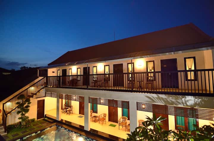 8 room Sanur with pool and big Lounge area