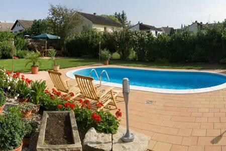 Ferienwohnung Schwarzer - EG - Ingelheim am Rhein