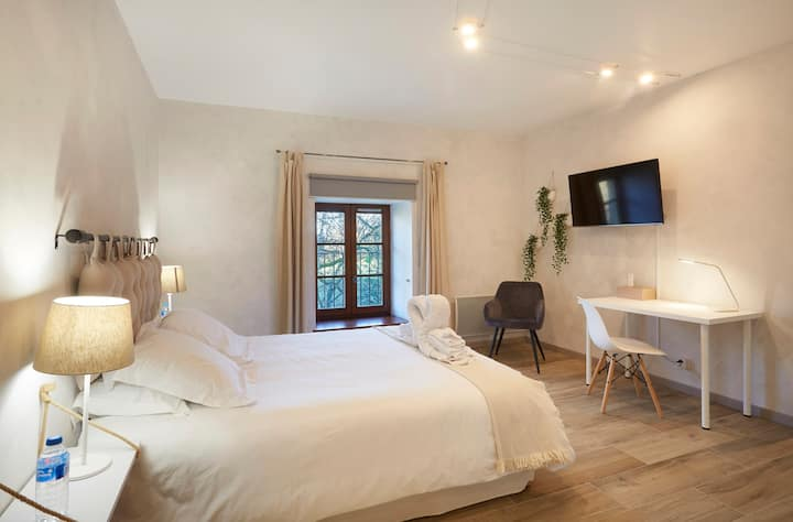 Double room-Large-Private Bathroom-Garden View