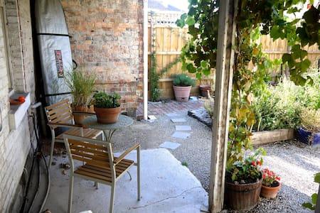 Tuscany in Albert Park Melbourne - Albert Park - House