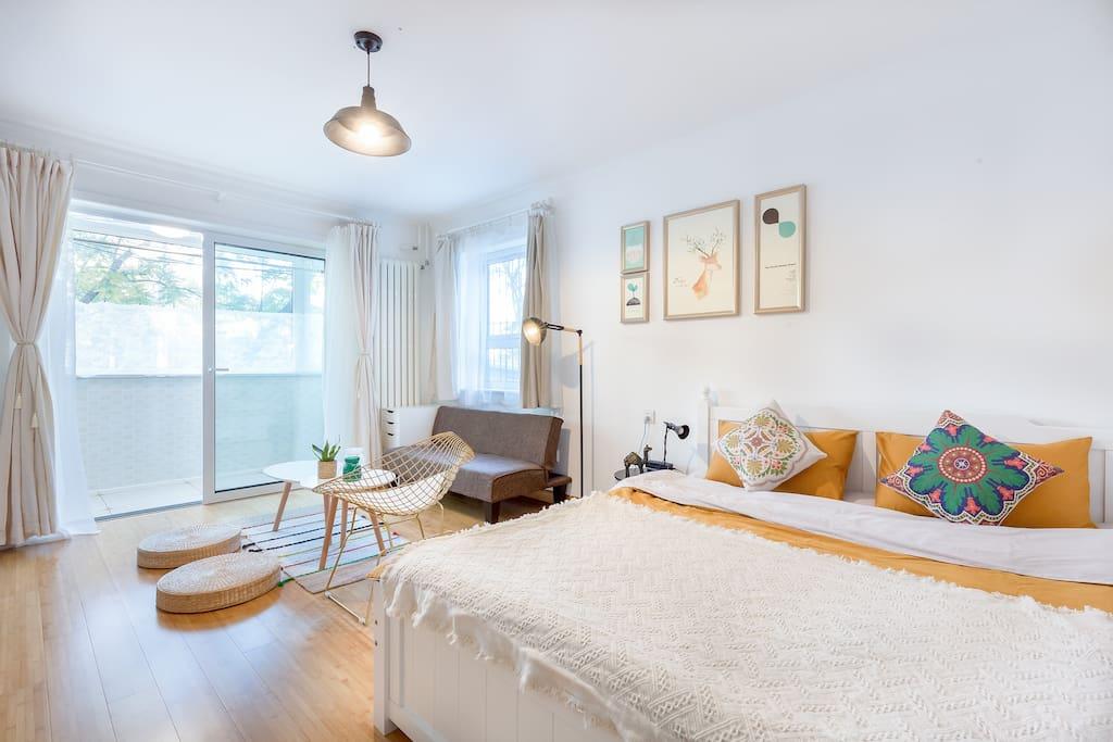 Room 1,kingsize double bed/卧室一,1.8米双人大床