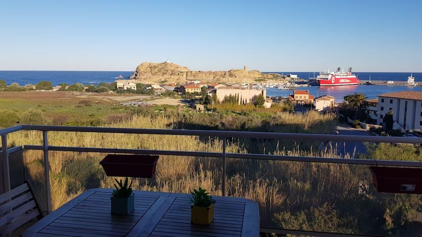 la terrasse avec vue sur les Iles, le coin fraîcheur