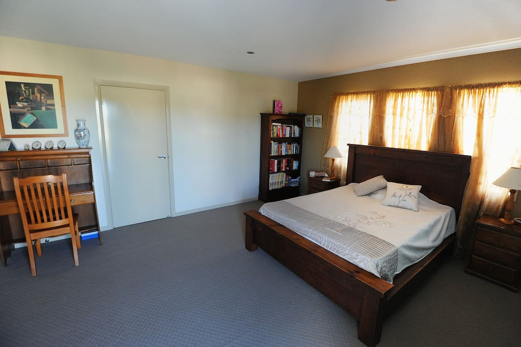 Gold Room - queen size bed and desk area and private ensuite