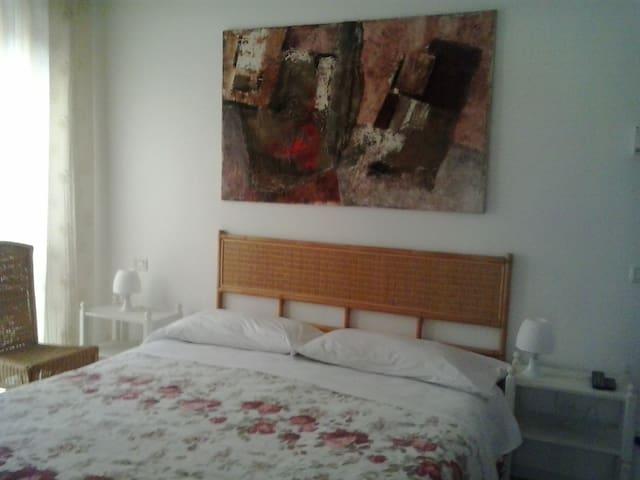 double bedroom shared bath - Bergamo - Apartment