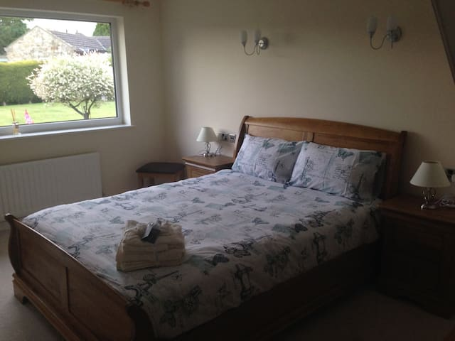 """The Oak Room"" (King-size bed) - Catterick"